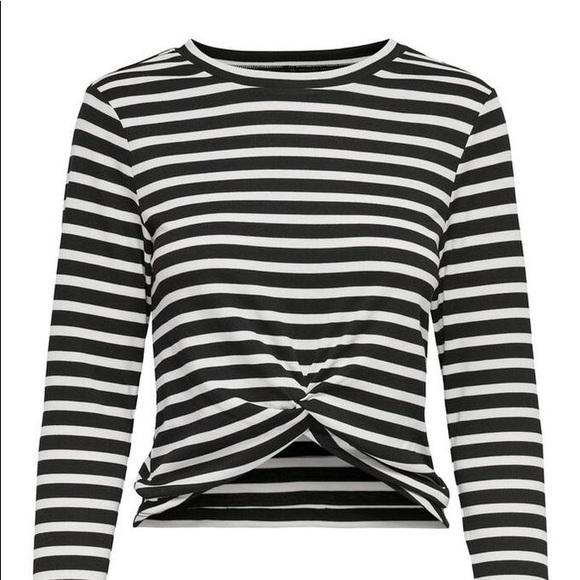 Striped twist top NWT